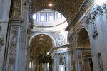 Внутри Собор Святого Петра реально огромен